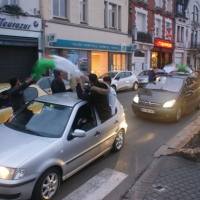Klaxons et chants à Hénin-Beaumont après la défaite de Marine Le Pen