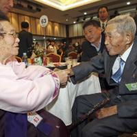 Séparés par la guerre de Corée, une dernière rencontre pour dire adieu